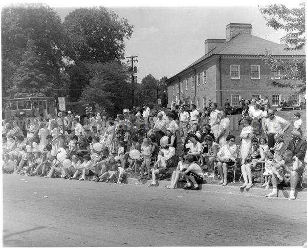 Parade-watchers-1960s